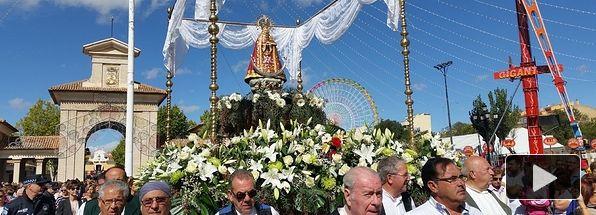 La Virgen de Los Llanos, patrona de Albacete, a su salida del recinto ferial.